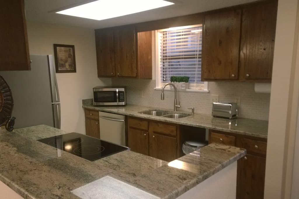 NEW stainless steel kitchen with NEW granite!!