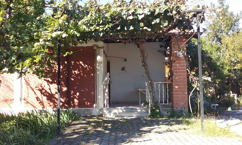 Small villa with garden in Paestum, Italy - Laura - Villa
