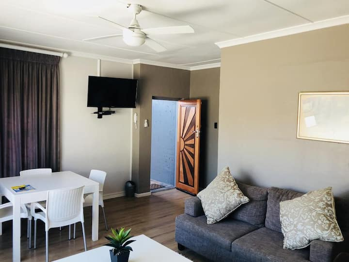Unit 1 14onBeach.Self Catering Accommodation