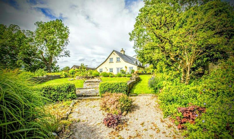 RUSTIC RURAL FARMHOUSE RETREAT - Lower Machen - Dům