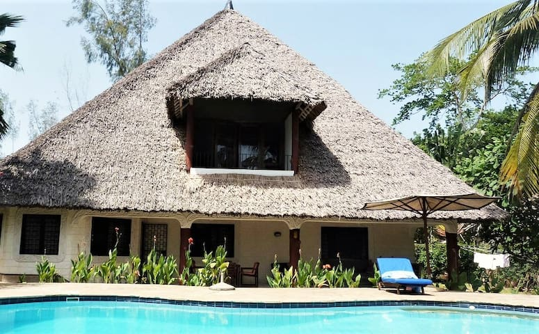 1 room with 2 beds in Diani Beach Park Villa