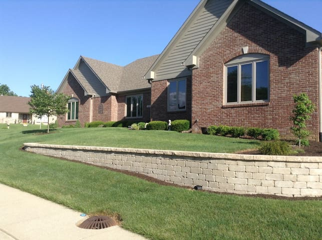 Comfortable accomadations in suburban home. - Indianapolis - Casa