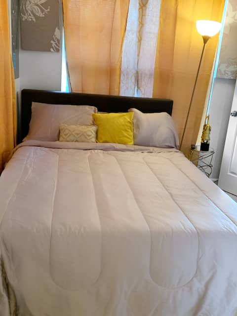 Private Bedroom (Close to BWI)