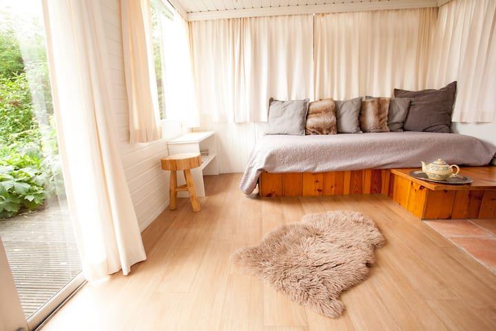 Rustic Double bedroom,  Quiet City Paradise,
