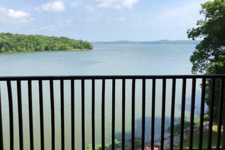 Waterfront 2 bedroom Kentucky Lake Condo 4E