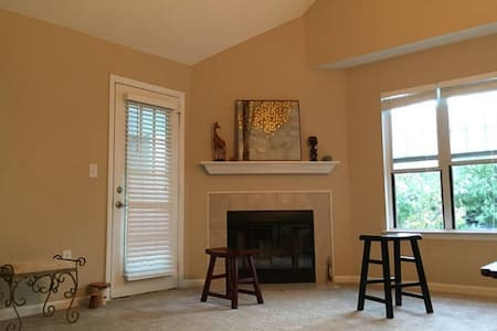 MASTER SUITE + Premium Location + Near UNC - Chapel Hill