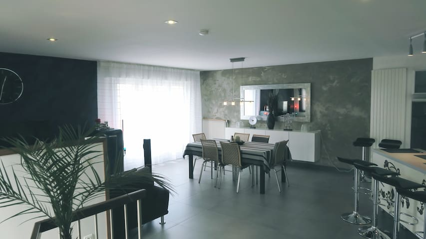 Charmante chambre en maison au design très soigné - Orléans - บ้าน