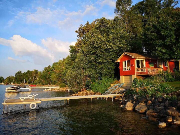 Amazing BOATHOUSE LAKEVIEW