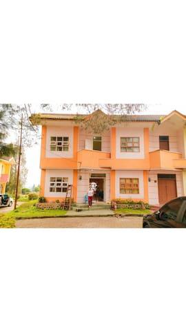 Villa Bukit Indah Brastagi