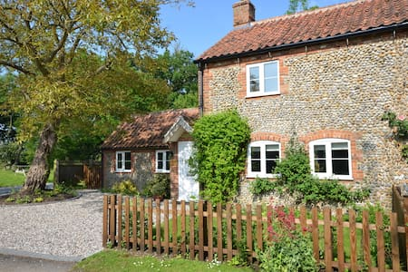 Meadow Cottage north Norfolk for peace and quiet - Guestwick - Dom