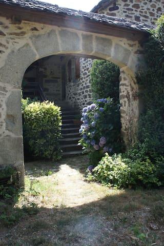 Maison reposante au coeur de la vallée du Viaur - Montirat - Feriehjem