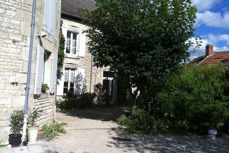 Chambre dans maison de caractère - Laferté-sur-Aube - Haus