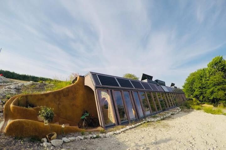 Eco House - Earthship au coeur du Périgord Vert