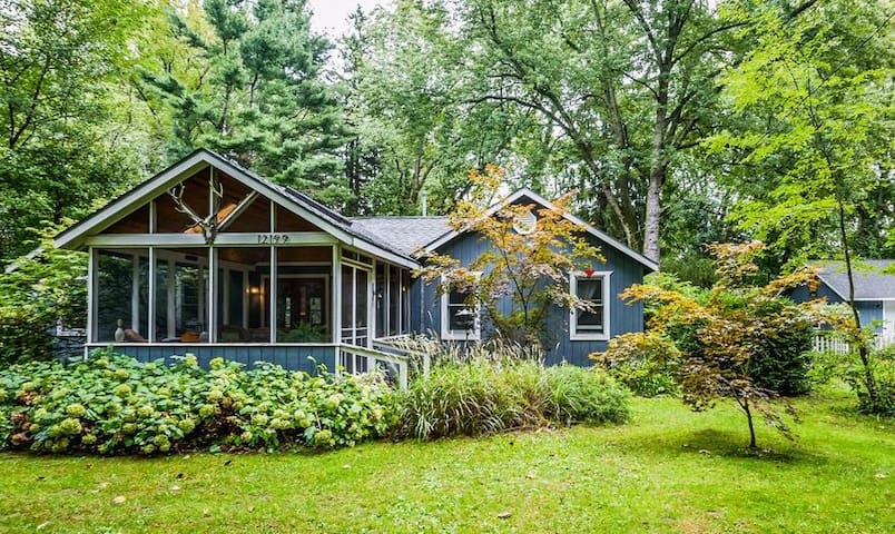 Beautiful Beach Cottage - Walk to Warren Dunes! - Sawyer - Rumah