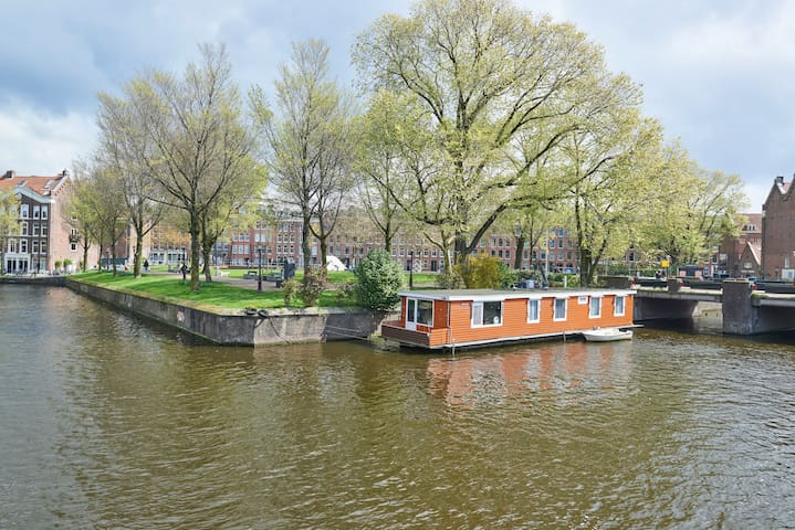 Charming houseboat - exceptional spot city center