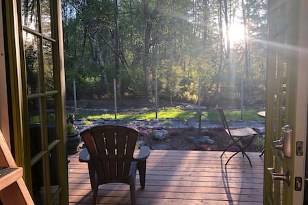Private Garden Studio * Loft, Forest, Deck & Stars
