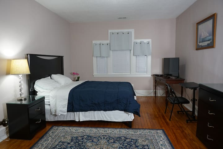 Great Private Room Near All/Downtown, Rocky Mount