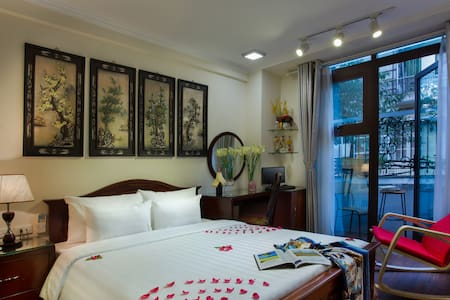 SUITE ROOM w/Balcony in Old Quarter - Hanoi
