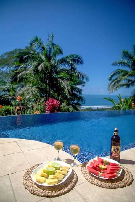 See the world famous Dominical waves only 250 yards below while enjoying a beverage or two