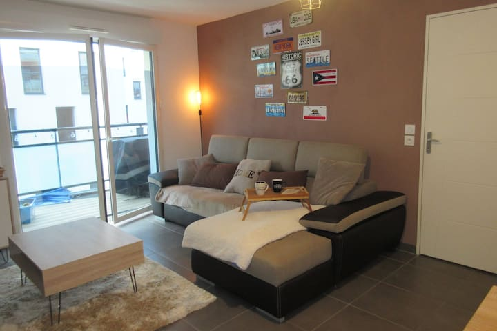FEEL AT HOME / CHARMING APARTMENT / CHECK IN H24