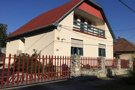 Tulipan Haz - Szilvásvárad