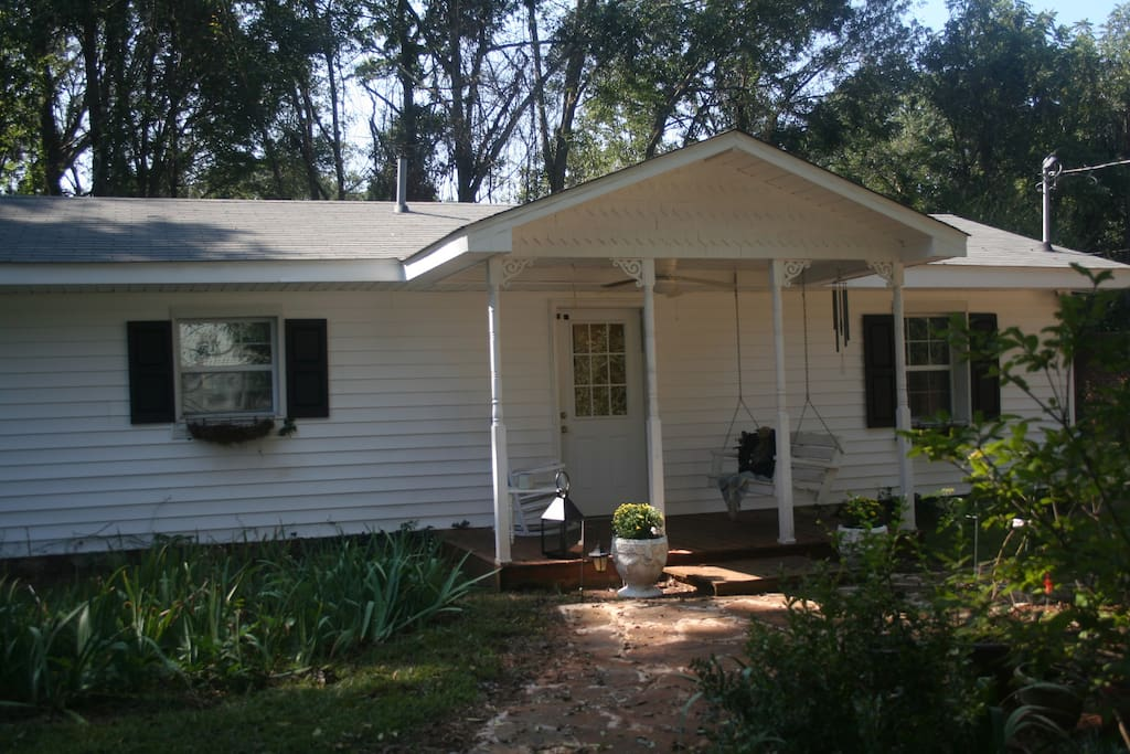 Adorable Jacksonville Cottage Handicap Accessible