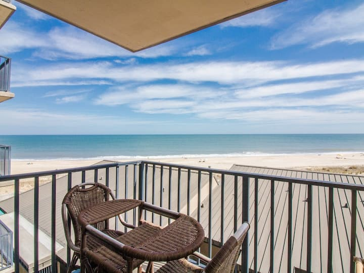Sea Colony 5th floor condo w/ free WiFi, shared sauna, and pool - ocean view!