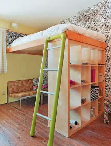 Cozy Loft Bed - Private Bathroom - Best Location