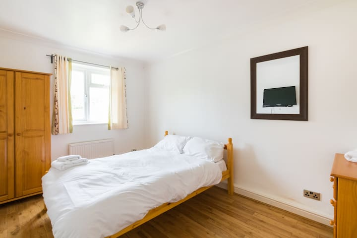 Spacious Room in Great House (SP R4)
