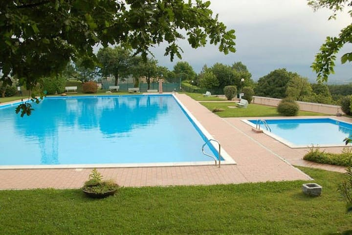 Panorama of Lake Garda with pools - Cassaga - Apartamento
