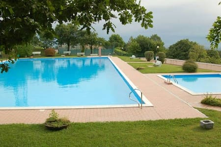 Panorama of Lake Garda with pools - Cassaga - อพาร์ทเมนท์