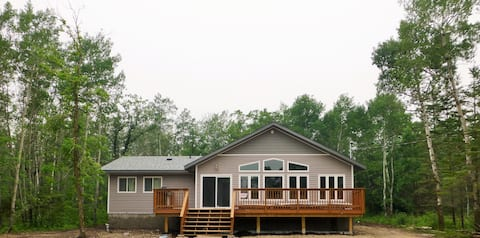 ★ Gimli Cabin Rental ★ All Season ★ 3min to Lake ★
