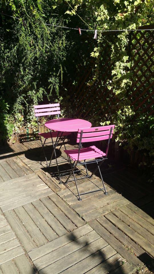 Terrasse privative,  avec abri pour les fumeurs