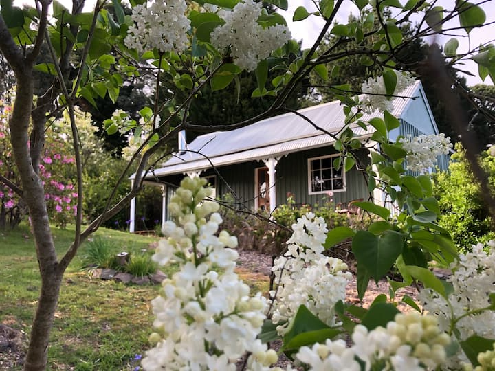 Lalla Flower Cottage - famous garden, wine region