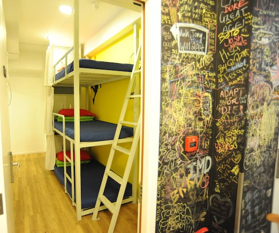 TRIPLE ROOM 鬧市中的小休憩 FOR 3 PERSONS (no window)