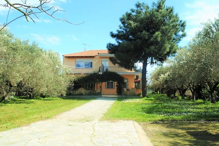 Private villa 500m from the beach!! - Σταυρός - Casa de camp