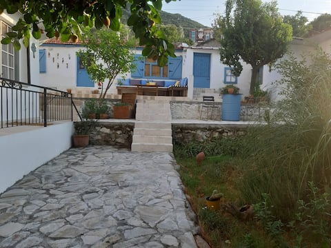 Casa de pueblo en las montañas del mar Egeo