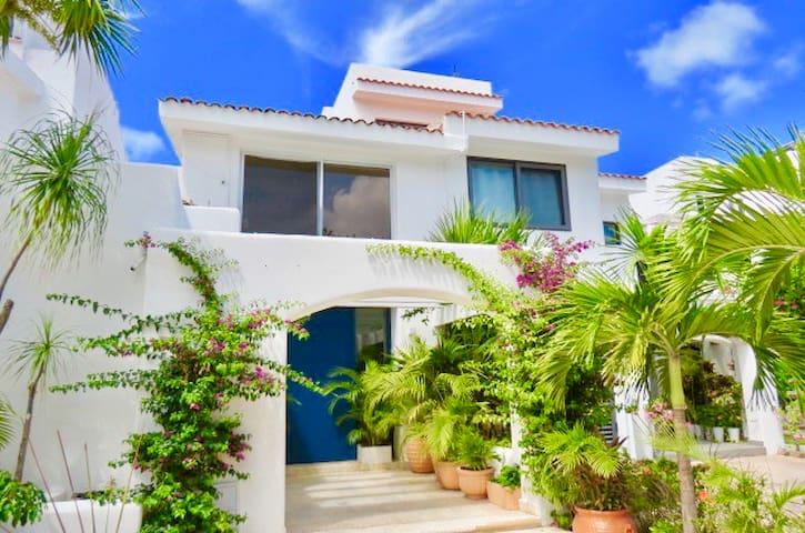 Beautiful Ocean View Villa in Cancun