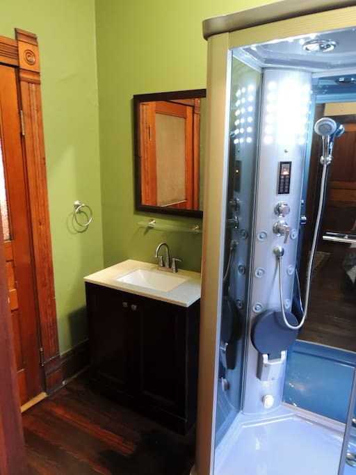 Full bath with double walk-in SteamSauna