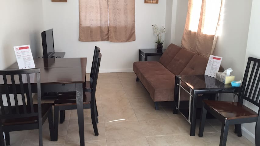 New Pearl City Cozy King Bed A/C WiFi W/D Parking