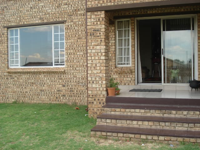 Private, cosy unit in Noordwyk, Midrand - Midrand - Appartement