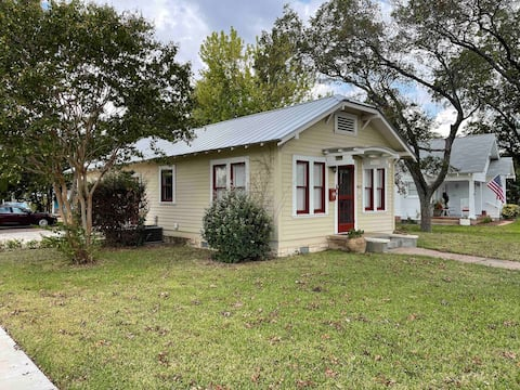 Two-Bedroom House Walking Distance to Downtown