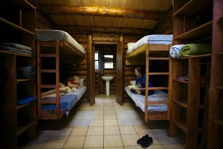 Magoebaskloof ME Backpackers - Private Cabin 4