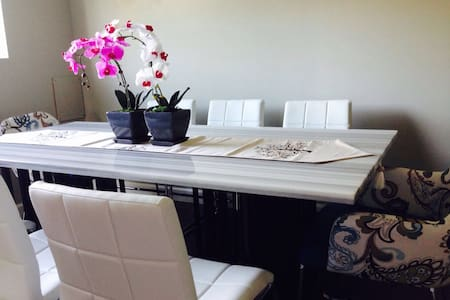Quiet and private 1 bedroom suite, Cozy&Bright - Langley - Rumah