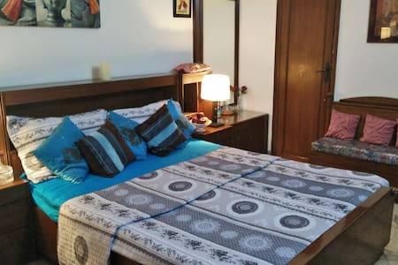 Comfortable private room in G k. 1.South Delhi.