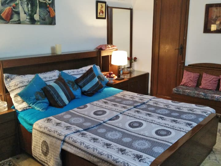 Comfortable private room in G k. 1.South Delhi.