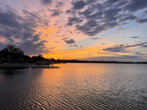 Gorgeous Lakefront Getaway ☀️ Devils Golden Retreat