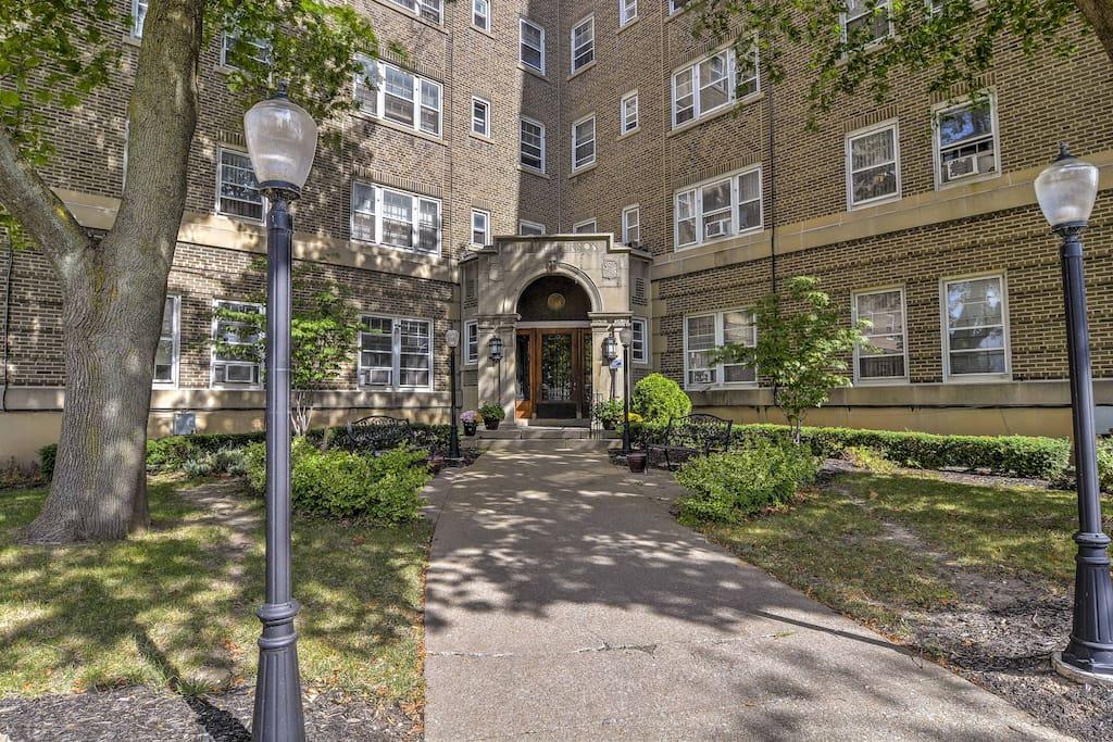 Your next Niagara Falls getaway awaits at this cozy vacation rental apartment.