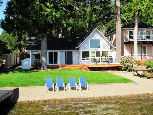 Beachfront cottage on picturesque Mason Lake