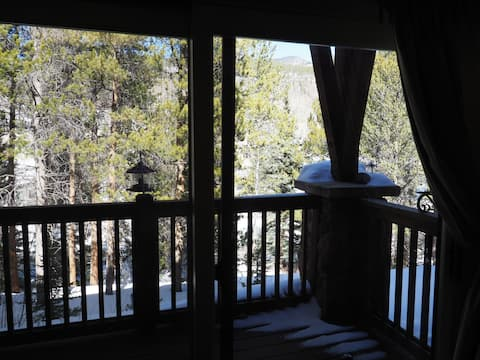 Cozy Keystone condo with Snake River frontage
